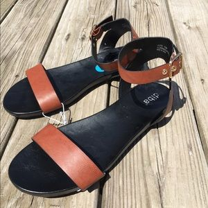 Shoes - NWT Summer sandals